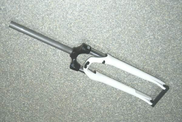 Suntour SF16 NEX E25 LO 28 Zoll Federgabel - 63mm - 9x100mm QR - weiß